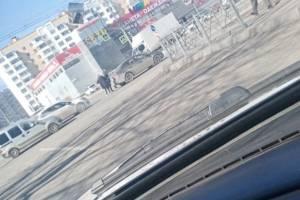 В Брянске у ТЦ «Куб» столкнулись две легковушки