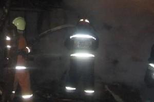 В Клетне пожарные почти час боролись с огнем