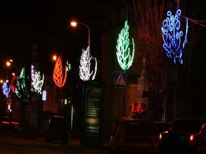 На главной улице Жирятино зажглись новогодние огни