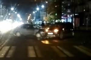 В центре Бежицкого района Брянска не поделили дорогу две легковушки