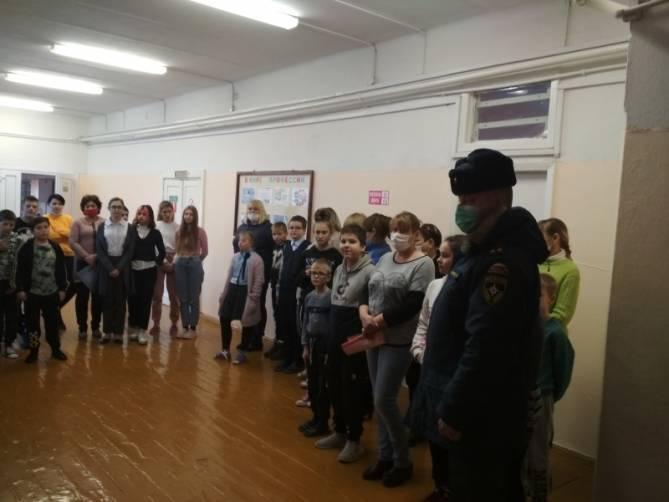 В Новозыбкове эвакуировали детей из школы-интерната
