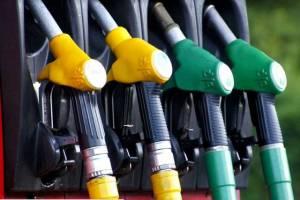 В Брянской области на заправках подешевел бензин