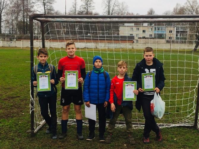 Юные карачевские футболисты выиграли кубок поселка Белые Берега