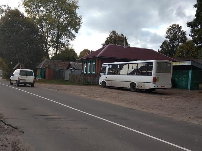 Под Клинцами странная разметка заставляет водителей автобусов нарушать правила