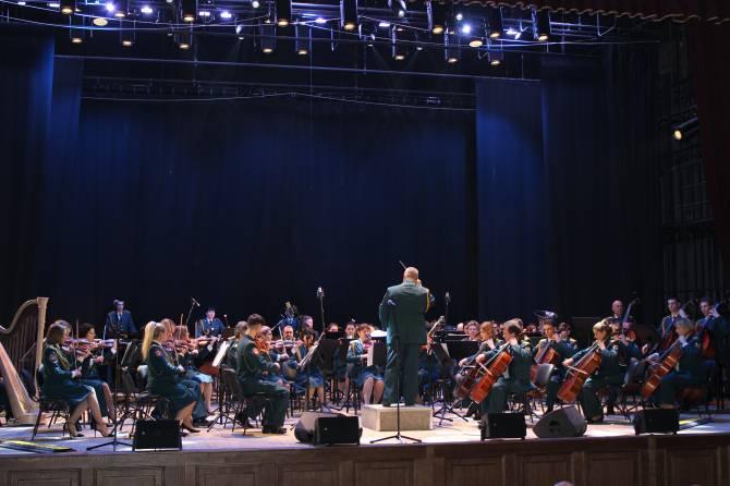 В Брянске дал концерт образцово-показательный оркестр Росгвардии