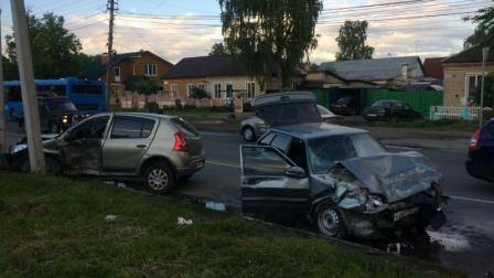 В страшном ДТП на улице Литейной в Брянске пострадали 4 человека