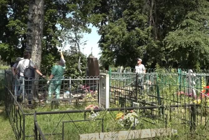 Жители Рогнедино 4 года тщетно просят власти навести порядок на кладбище