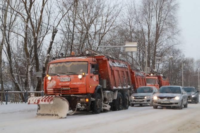 В Брянске на уборке снега работают 72 единицы техника