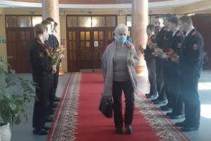 Женщин Фокинского района досрочно поздравили с 8 марта