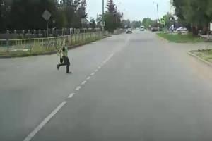 В Брянске около школы №61 маршрутка едва не сбила ребенка