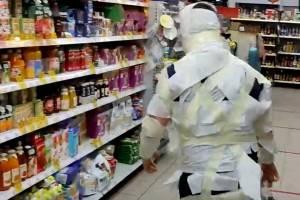 В Брянке «мумия» пришла за покупками в «Пятерочку»