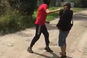 В Новозыбкове изверг жестоко избил подростка и мужчину