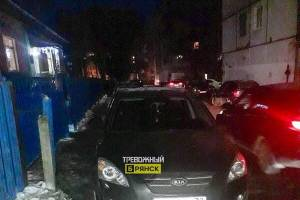 В Брянске водитель Kiaперекрыл дорогу в детский сад