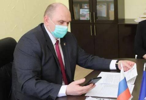 Заместитель главы Брянской облдумы занялся гнилым деревом в Клинцах