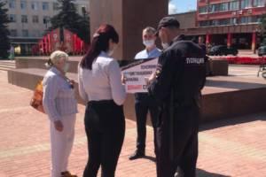 У брянского правительства прошел одиночный пикет «верните пенсии»