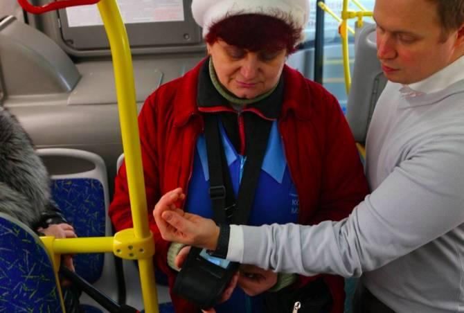 В Брянске объяснили отключение безналичной оплаты в автобусах