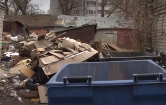 В центре Фокинского района Брянска выросла огромная свалка