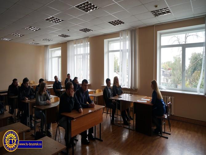Студенты брянского университета встретились с помощником прокурора
