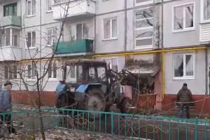 В Жуковке бульдозер «протаранил» многоэтажку