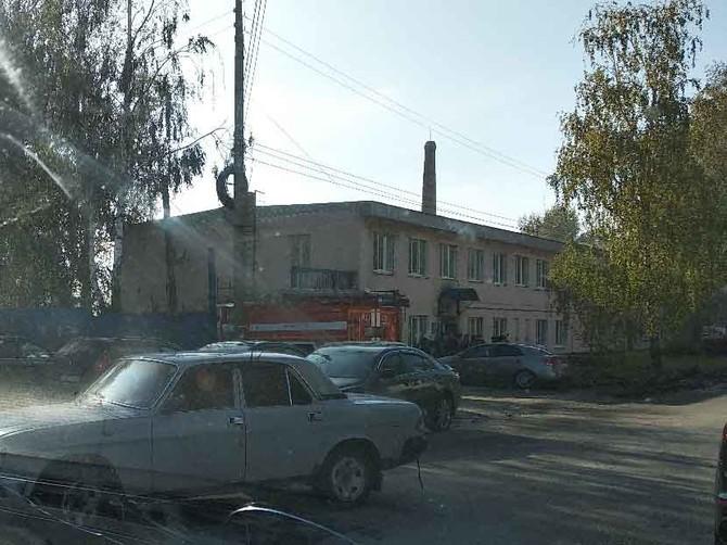 В Брянске на улице Щукина загорелся склад