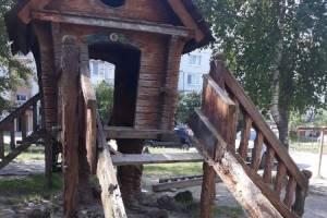 В Фокино чиновники забыли об обещании отремонтировать избушку Бабы Яги