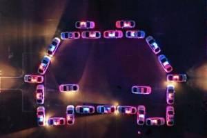 Брянские полицейские составили поздравление из патрульных машин