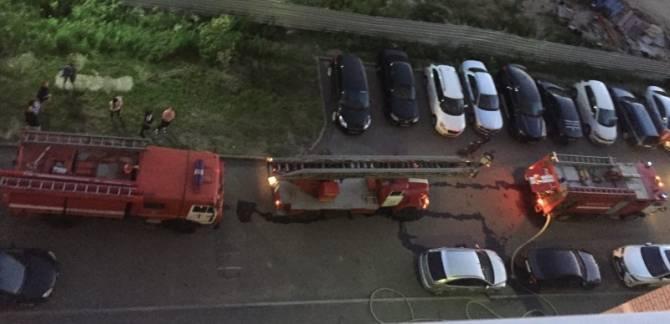 В ночном пожаре на улице Крахмалева в Брянске спасли трех человек