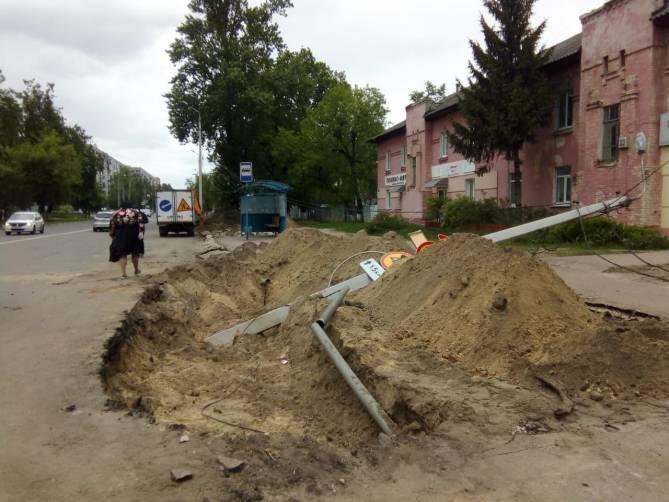 В Брянске рухнула бетонная электроопора