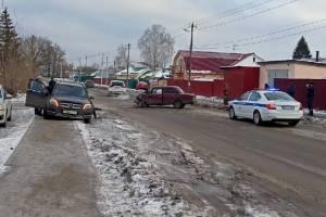 В Володарском районе Брянска столкнулись «Mercedes» и «Жигули»