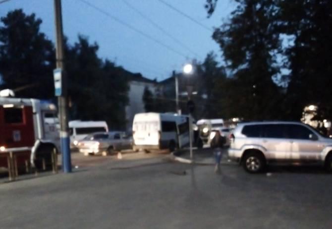 В Брянске на Мечте маршрутка №49 попала в массовое ДТП