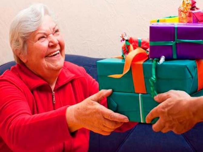 В Брянске организовали сбор новогодних подарков для пожилых людей