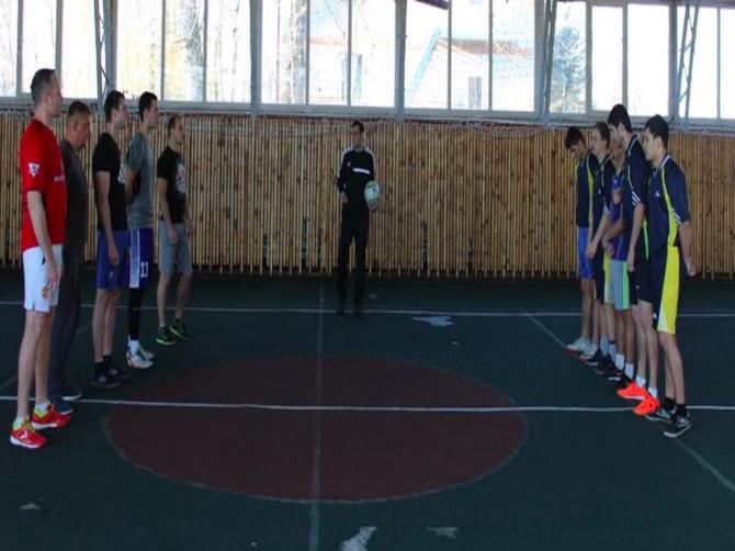 В Белых Берегах прошли соревнования по мини-футболу