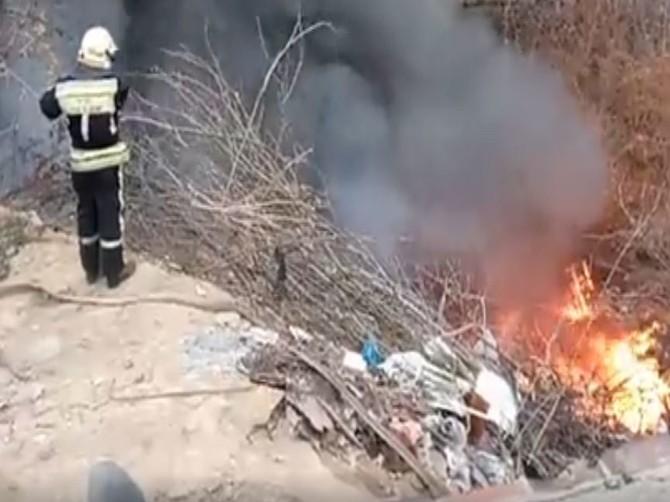 В Брянске сняли на видео тушение пожара в гаражном кооперативе