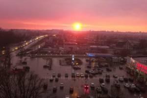 В Брянске сняли на фото фантастический розовый закат