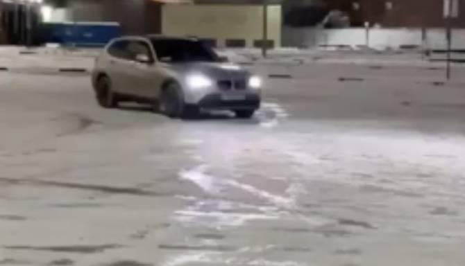 В Брянске сняли на видео дрифтера возле ТРЦ «Аэропарка»