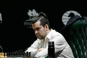 Брянский гроссмейстер Непомнящий выиграл и ушел в отрыв на турнире претендентов