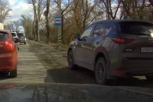 В Брянске на улице Речной сняли на фото двух лихачей