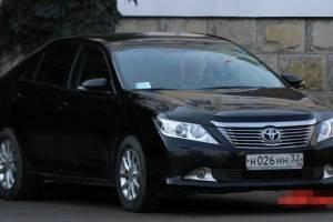 В «жоповозках» брянских чиновников заменят стёкла на 392 тысячи рублей