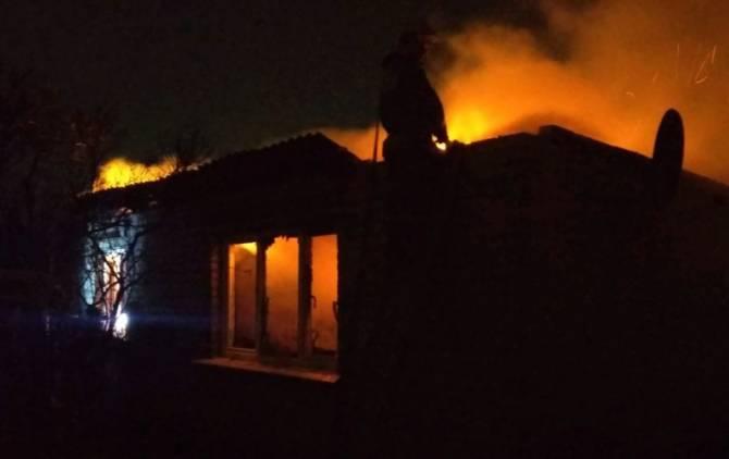 В Брянске сгорела дача: есть пострадавший