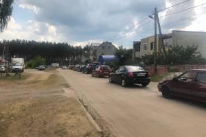 В Брянске на подъезде к пляжу на Орлике возникла огромная пробка