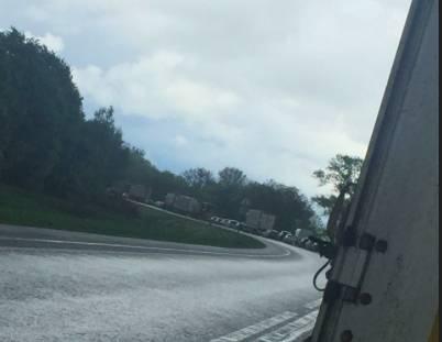 В Почепском районе из-за жуткой аварии образовалась пробка