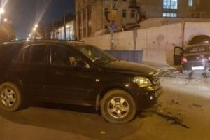 В Брянске водитель «Яндекс.Такси» влетел в забор и ушиб шею