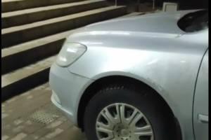 В Брянске автохам на иномарке заблокировал выход из «Пятерочки»