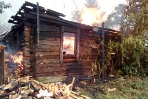 Под Трубчевском сгорели частный дом и сарай