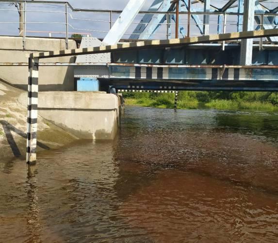 В Брянске затопило дорогу между Ковшовкой и Ходаринкой