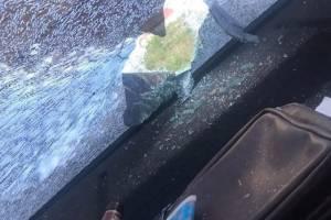 В Брянске дебоширы выбросили в окно бутылку и разбили легковушку