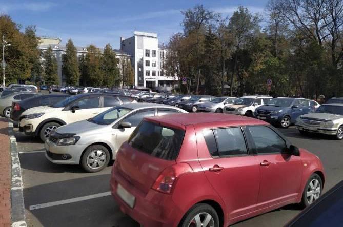 В Брянске запретят парковку возле Круглого сквера