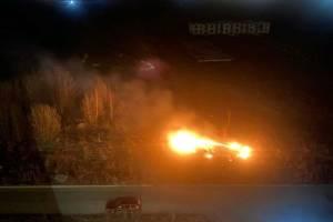 В Мичуринском горящая трава подобралась вплотную к жилым домам