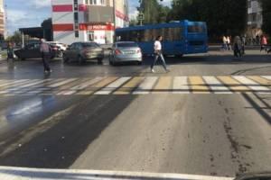 В Брянске водитель синего автобуса рискнул здоровьем пассажиров