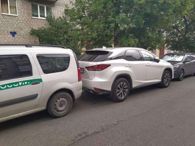 В Брянске приставы заблокировали «Lexus» экс-чиновницы Цыганок